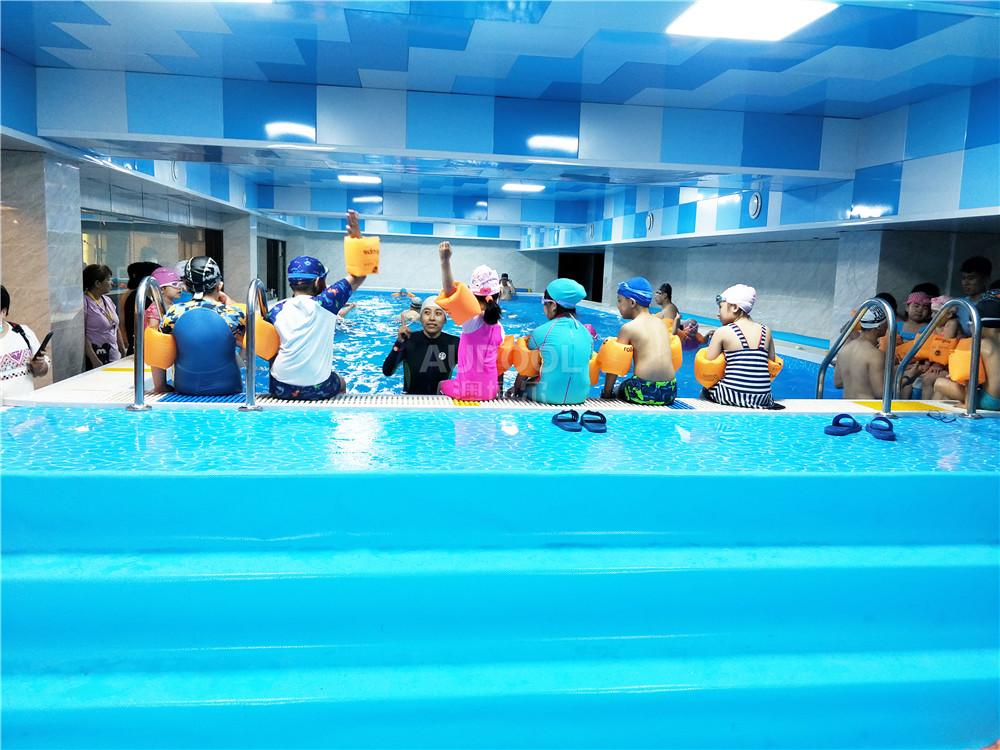 游泳馆图片